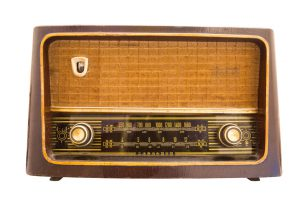Vintage radio antique isolated with clipping path
